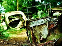 chatillon-car-graveyard-92