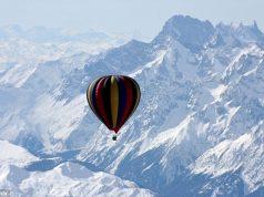 hot air balloon in mt everest