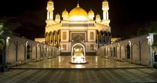 Night image of Jame'Asr Hassanil Bolkiah Mosque, Bandar Seri Begawan, Brunei.