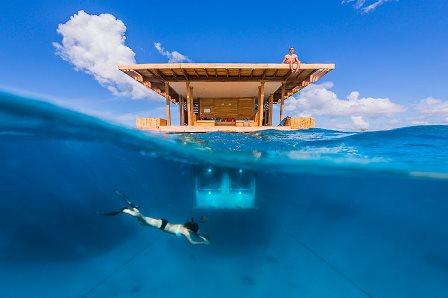 underwater room-manta resort